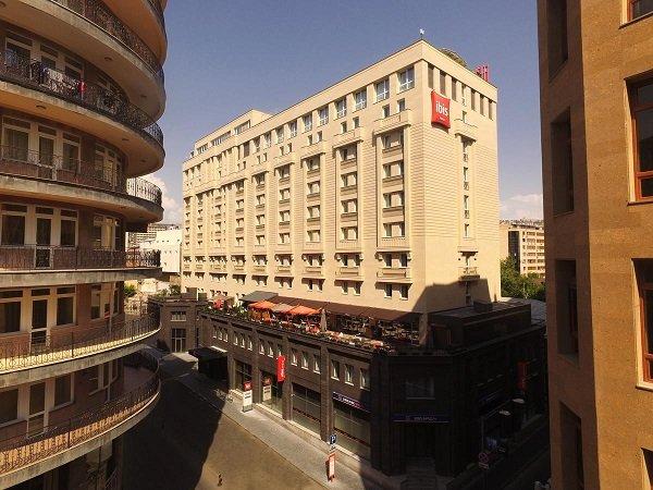 Armenia english ayrarat tour for Appart hotel yerevan